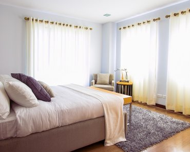 Thinking Outside The Sandbox: Business bed-1839183_1280-370x297 How to Earn Easy Cash Renting Your Home on Airbnb AirBNB All Posts Small Business TOTS Business  wahms wahm AirBNB