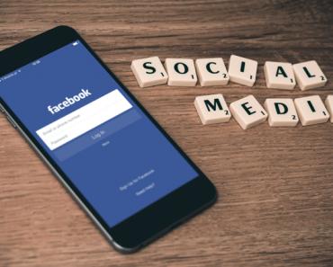 Thinking Outside The Sandbox: Business Social-Media-Mistakes-in-College-1-370x297 Social Media Mistakes in College Blogging Motivation Small Business Social Media TOTS Business  social media